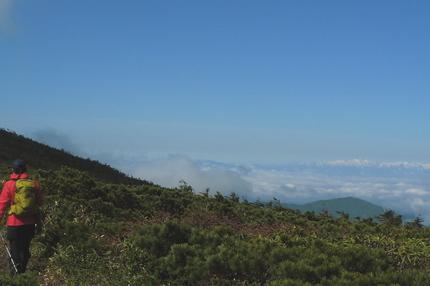 雲海に浮かぶ飯豊