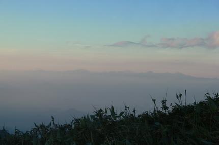 夕日に浮かぶ朝日連峰