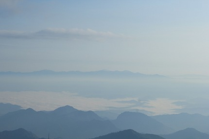 浮かぶ朝日連峰